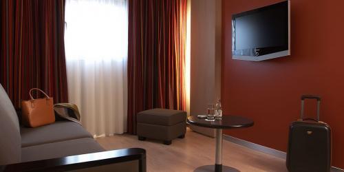 Salon Suite Oceane - Hotel Oceania Paris Porte de Versailles 4 étoiles (1).jpg