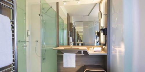 Salle-de-bain---Hotel-Oceania-Clermont-ferrand-4-etoiles-(1).jpg