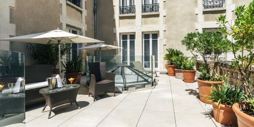 Hotel Oceania Le Metrople Montpellier - Hotel Spa 4 etoiles Montpellier - Terrasse Suite Vue Jardin.jpg