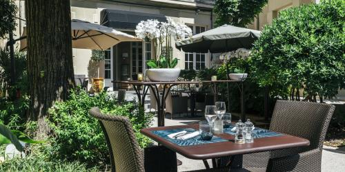 Hotel Oceania Le Metrople Montpellier - Hotel Spa 4 etoiles Montpellier - La Closerie Restaurant Jardin terrasse.jpg