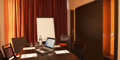 Hotel 4 etoiles Oceania Nantes Aéroport - Chambre Affaires.jpg