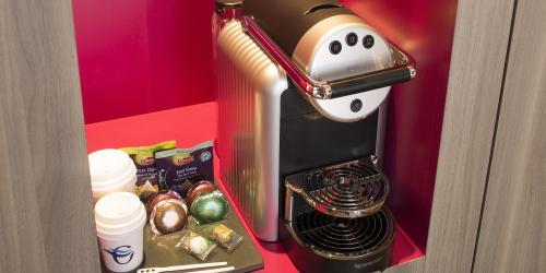 Machine nespresso chambre hotel oceania (3)-min.jpg