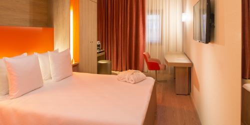 Chambre Affaires - Hôtel 4 étoiles Oceania Paris Roissy aéroport CDG.jpg