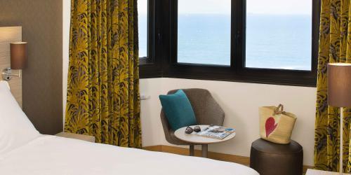 Hotel 3 etoiles Escale Oceania Saint Malo - chambre (10).jpg