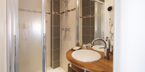 Salle de bain - Hotel Escale Oceania Lorient 3 etoiles (3).jpg