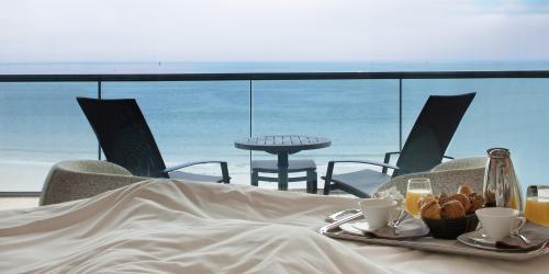 Terrasse chambre vue mer - Hôtel Oceania Saint-Malo 4 étoiles (6).jpg