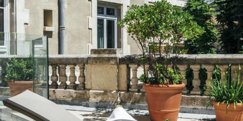 Hotel Oceania Le Metrople Montpellier - Hotel Spa 4 etoiles Montpellier - Terrasse Suite Champagne.jpg