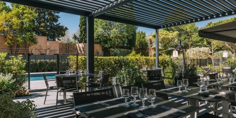 Hotel Escale Oceania Aix en Provence - Terrace Swimming Pool view