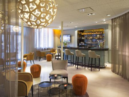 hotel-4-etoiles-dijon-oceania-le-jura-bar-design-déco.jpg