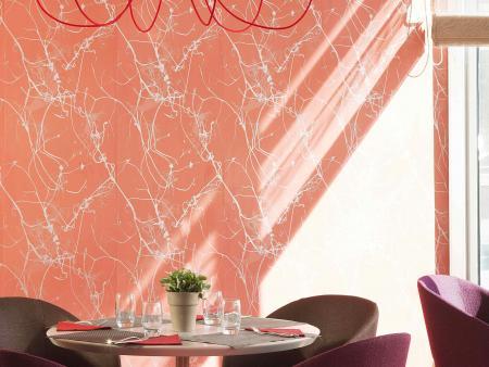 Lustre-design-au-restaurant---Hôtel-Oceania-Clermont-Ferrand-4-étoiles.jpg