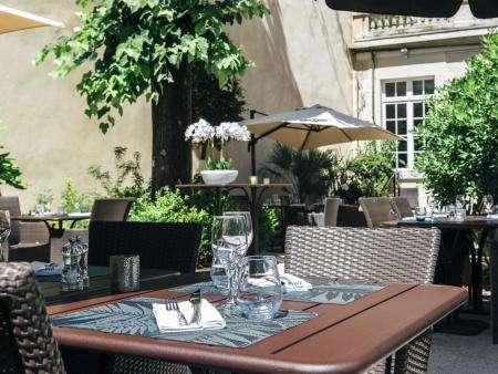 Hotel Oceania Le Metrople Montpellier - Hotel Spa 4 etoiles Montpellier - La Closerie Restaurant Table jardin.jpg