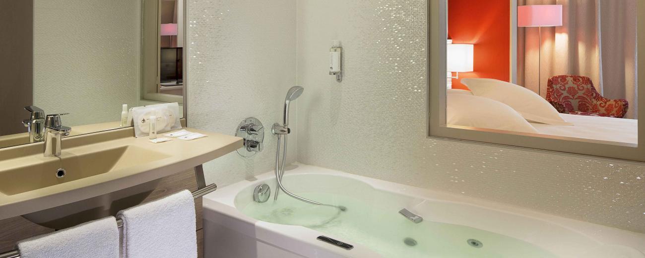 Idées de weekend en amoureux en hôtel spa avec jacuzzi