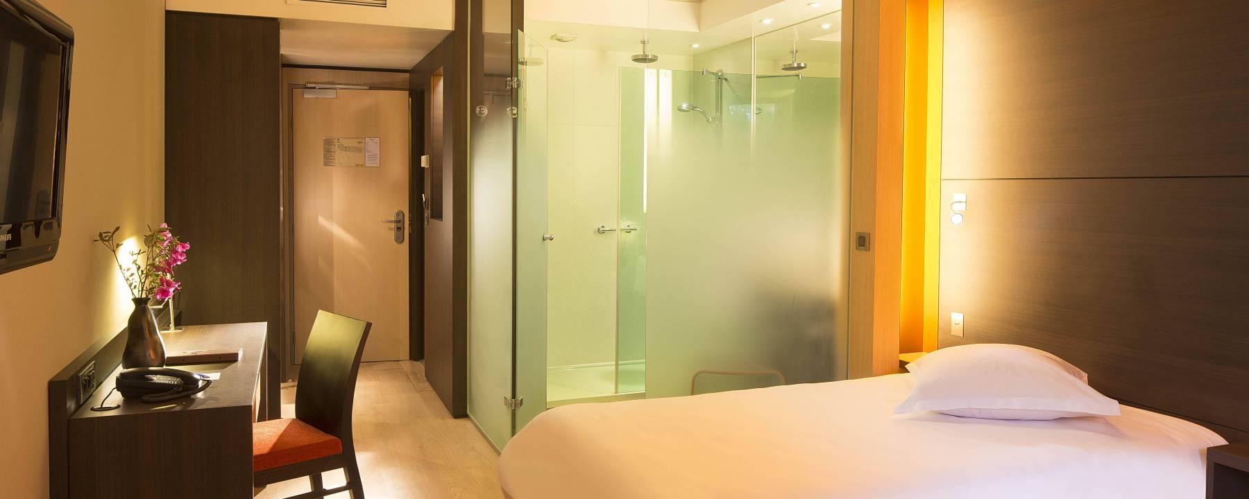 Chambre - Hotel Oceania Quimpe 4 etoiles  (1).jpg